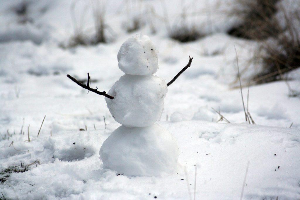 Почему липнет снег